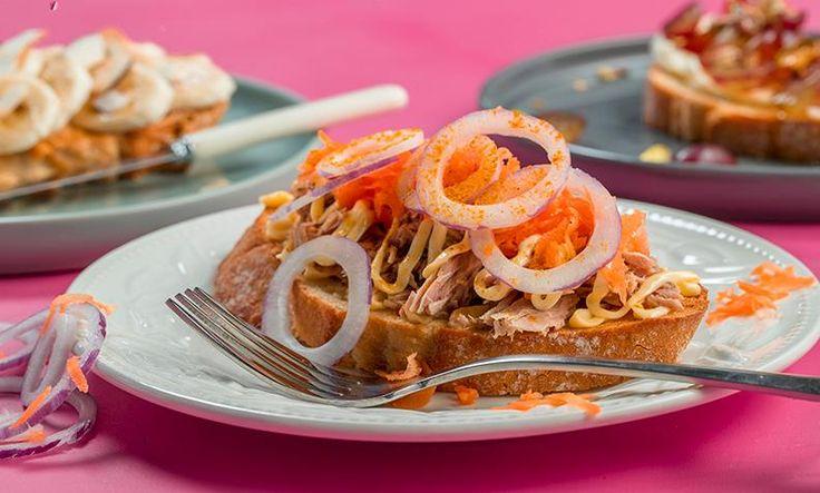 Disse tre brødskivene er toppet med spennende pålegg, og gir deg en spennende kveldsmat. Enten du vil ha noe søtt, sunt eller spennende!