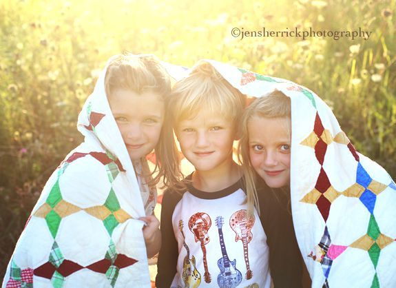 like the use of the quilt in this family session...maybe for next beach shoot