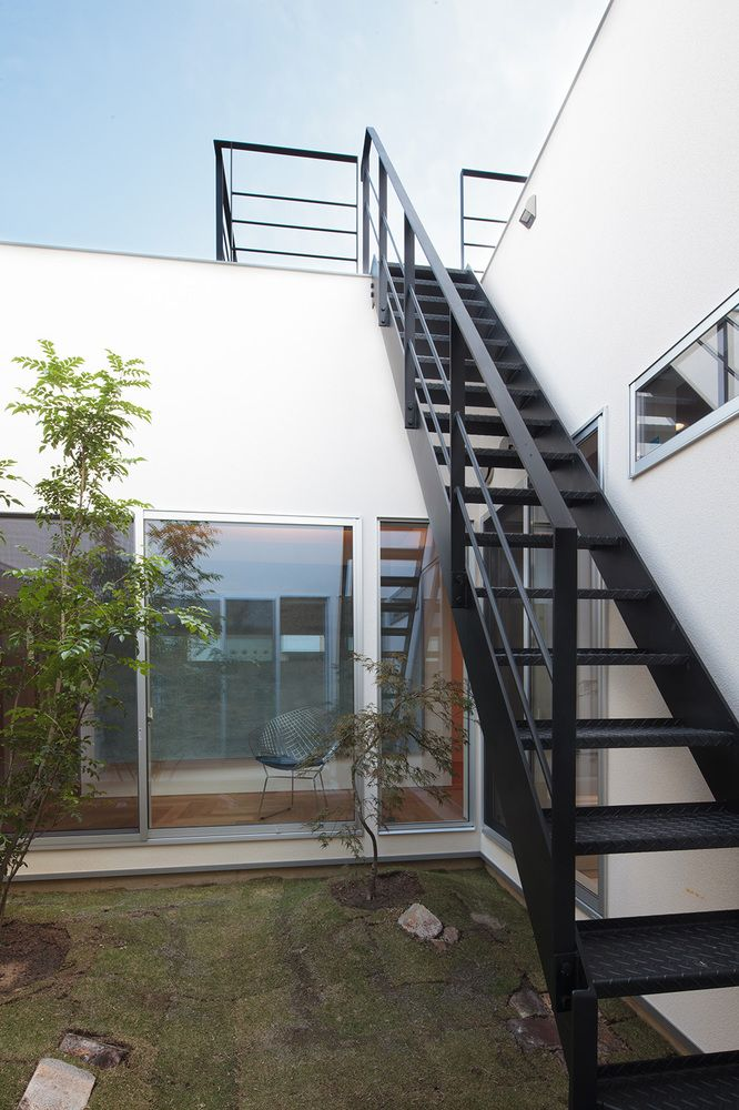 Gallery House In Kiyone Tomoyuki Uchida 11 In 2020 Exterior Stairs Staircase Outdoor Rooftop Terrace Design