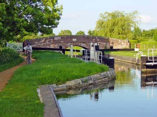 Walking by the Kennet and Avon Canal