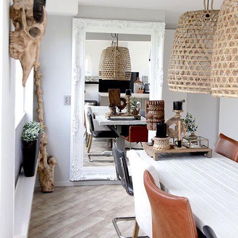 Livingroom dinning #jonginterieur #interieurstylist #stephaniedejong #interior #interiordesign #livingroom #interior4all #skulls #buffaloskull #schedel #decor #wood #taupe #camel #cognac #styling #mirror #ibizastyle #natural #interieur #design #eettafel #dinningroom #chairs #ibiza