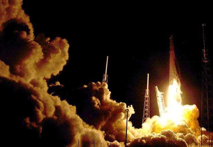 SpaceX заподозрила конкурентов в причастности к взрыву ракеты Falcon 9 - Lenta.ru