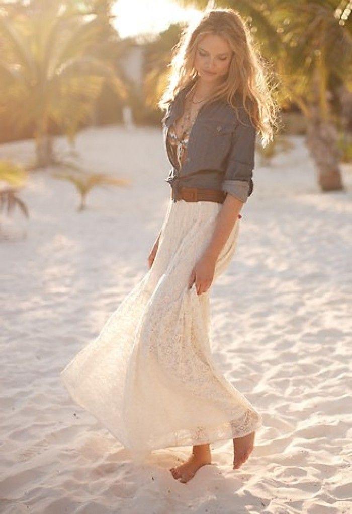 Lange rok met opgeknoopte spijkerblouse