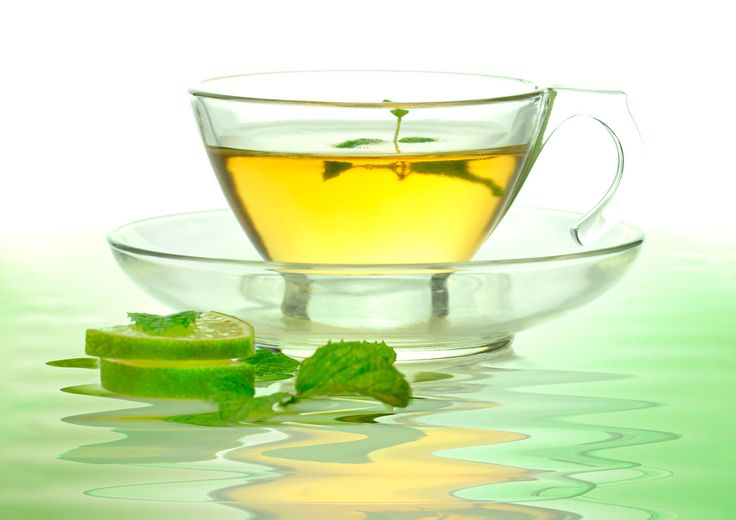¿Qué necesitas? 3 cucharadas de té verde. 4 tazas de agua. 1 botellita con atomizador o recipiente para guardar la loción. El remedio El té verde es antibacteriano y astringente natural que además es tan efectivo como el peróxido de benzoílo para com
