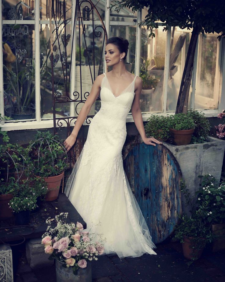 One of our favourite sample gowns - Leia - is available for SALE! Talk about a find!