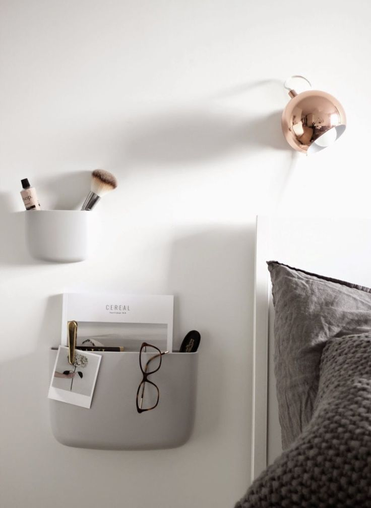 Bedroom with pocket organizers