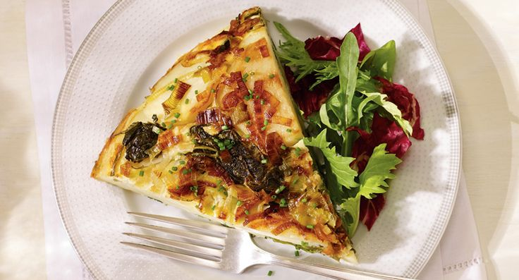 Spanish tortilla with Applewood Smoked Cheddar http://gustotv.com/recipes/lunch/spanish-tortilla-with-applewood-smoked-cheddar/