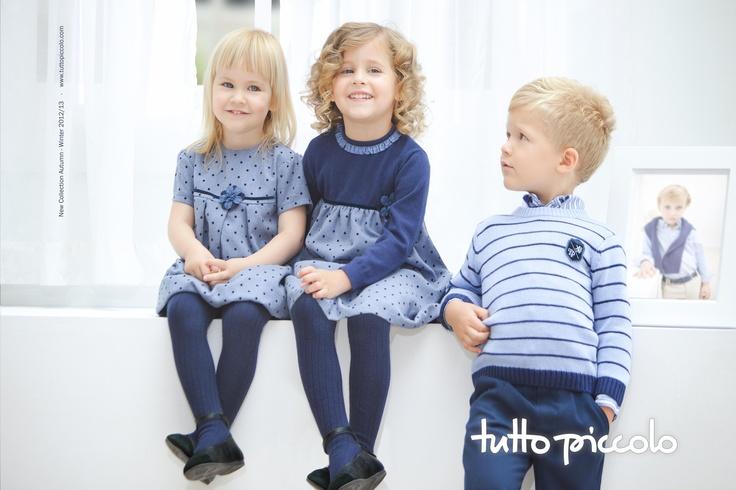Tintoretto.  Colección en ambientes azules tinta, sobre tejidos de franela con técnica especial de mota flocada. Look elegante para el niño y sofisticado para la niña. Con una composición de angora que le ofrece a las prendas un acabado suave y apariencia de calidad.
