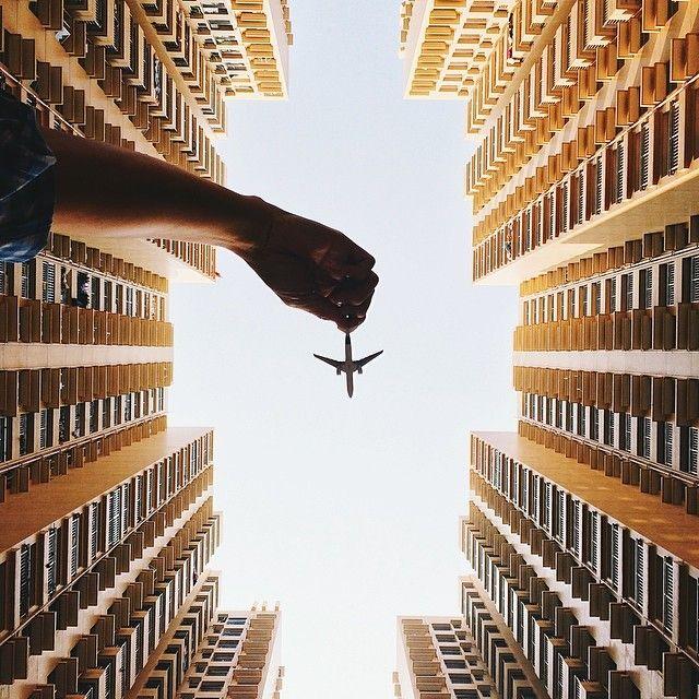 Questão de perspectiva: ele faz o aviãozinho de brinquedo parecer real