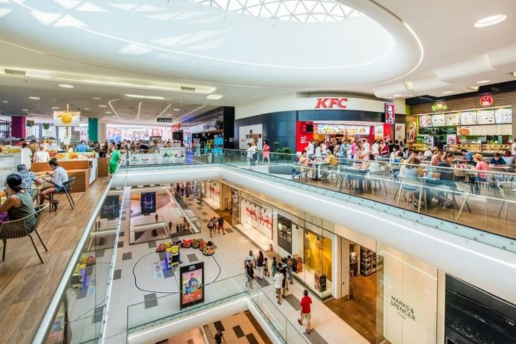 Mega Mall a investit, în 2017, în actualizarea ofertei comerciale, creând un mix unic de experiențe de petrecere a timpului liber și devenind centrul comercial cu cel mai mare număr de locații food din România.
