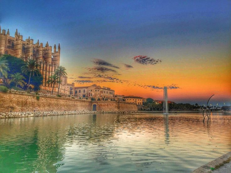 The beautiful sunset of Palma de Mallorca #cathedral and #fountain in centre of the island