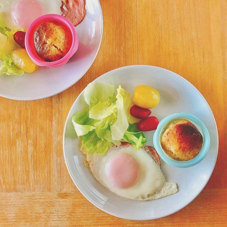 バナナマフィンとハムエッグの朝ごはん  #バナナマフィン #ハムエッグ #目玉焼き #レタス #トマト #tomato #egg #朝ごはん #breakfast #아침 #petitdejeuner #frühstück #завтрак #desayuno #frukost #早餐 #morning #cooking #kitchen #cookingram #クッキングラム #inmykitchen #foodie #foodpic #instafood #homemade #healthyfood #デリスタグラマー #おうちごはん #ワンプレート
