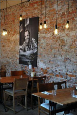 Bakstenen muur in een cafe