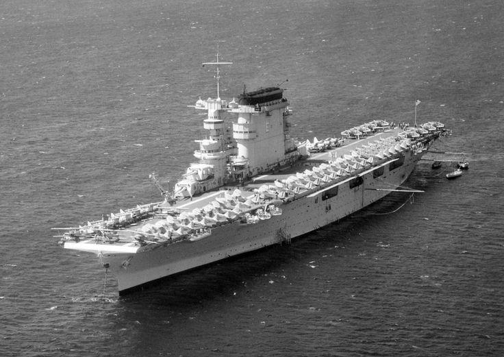 Description <b>USS</b> <b>Lexington</b> (<b>CV-2</b>) at anchor 1938  THIS is Lexington ; no stripe