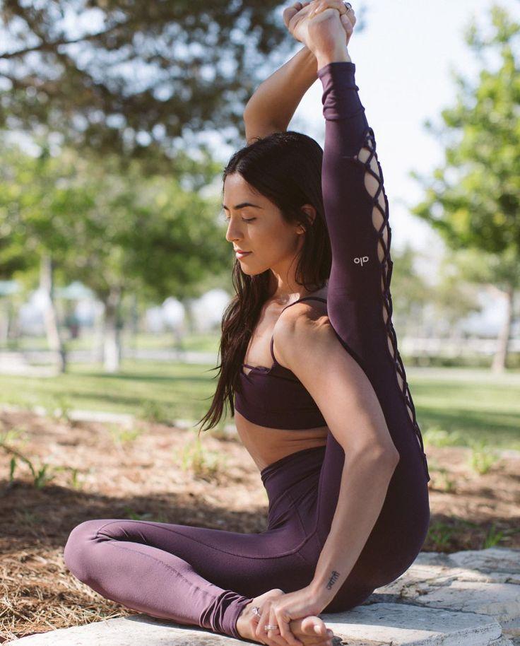 @michelleweinhofen in The Interlace Legging #yoga #inspiration #aloyoga