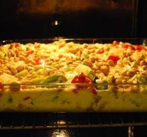 Gräddig kycklinggratäng med bacon och jordnötter
