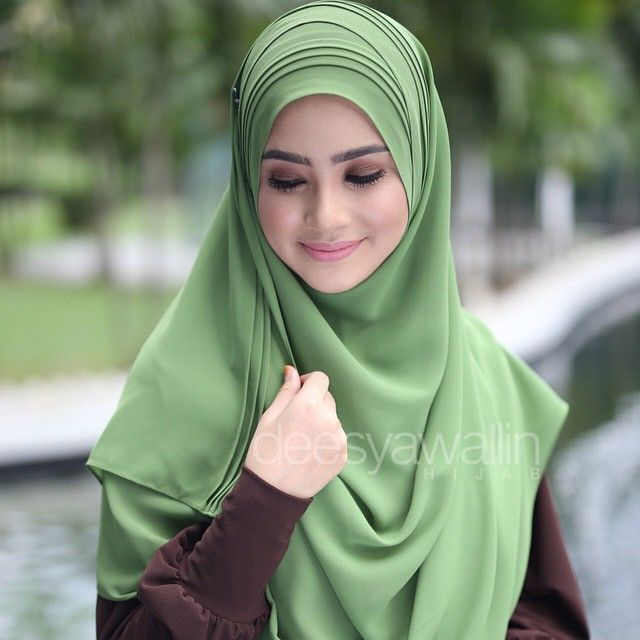 Rumaisa Pleated Shawl Code : DHRPS 006 Price : RM55 (exc postage) Material : Georgette Chiffon Approximately : 1.8 mtr x 28 inch Rectangle Shape For online purchase, kindly PM us on facebook : Closet Heart Official or email us : closetheartshop@gmail.com. Tq emoji #rumaisa #rumaisashawl #wideshawl #chiffon #pleated #pleatedshawl #selendang #lensaroy