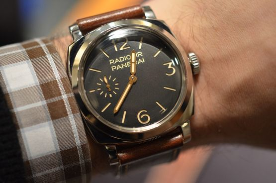 Hands-On With The Panerai Radiomir 1940: A PAM With A (Slightly) Different Case Design + A Minerva Movement — HODINKEE - Wristwatch News, Reviews, & Original Stories