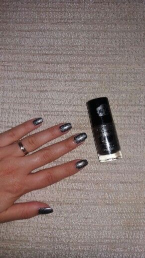 Essence lovely polish 44 rebel at heart