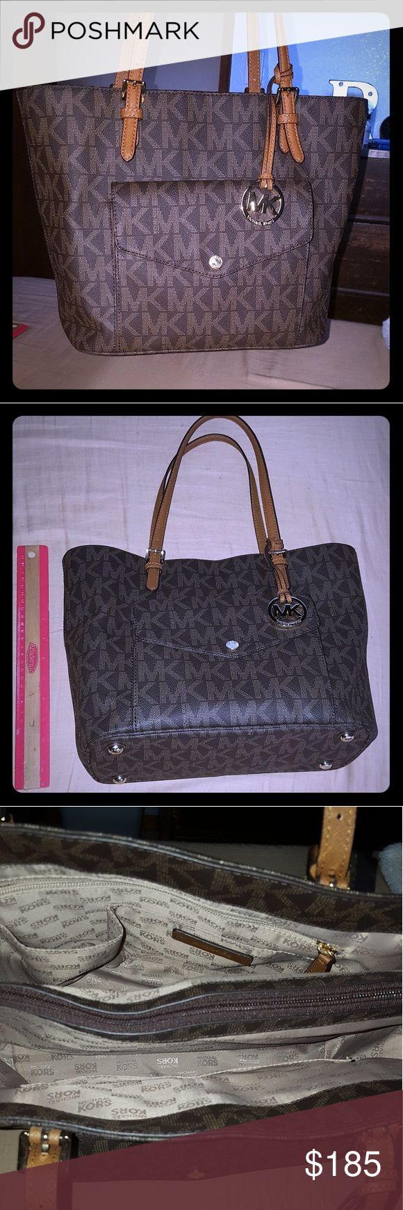 🌴 Saturday Steals 🌴👜 Brown Michael Kors bag👜 Brown Michale Kors shoulder bag with multiple pockets Michael Kors Bags Shoulder Bags