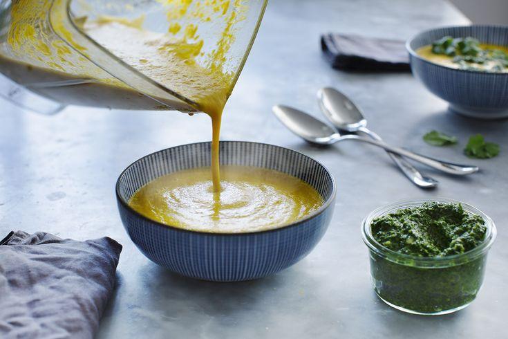 Morotssoppa med ingefära och grönkålspesto