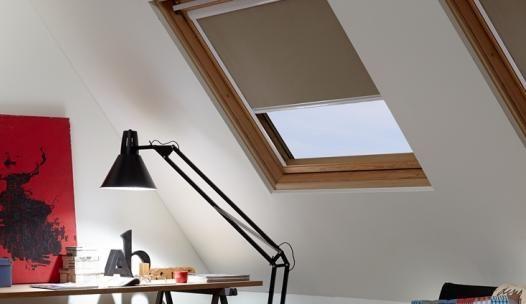 Een verduisterend dakraam rolgordijn brengt rust op uw zolder! #raamdecoratie #dakraamrolgordijn #rolgordijn #interieur