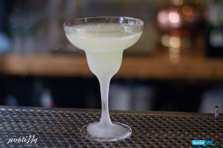 Η αγαπημένη όλων μαργαρίτα προετοιμάζεται με χυμό από φρέσκα λάιμ και σερβίρεται σε παγωμένο ποτήρι, ώστε να παραμείνει δροσερή μέχρι το τέλος της εξόδου σας! Δοκιμάστε την, και δε θα απογοητευτείτε!
