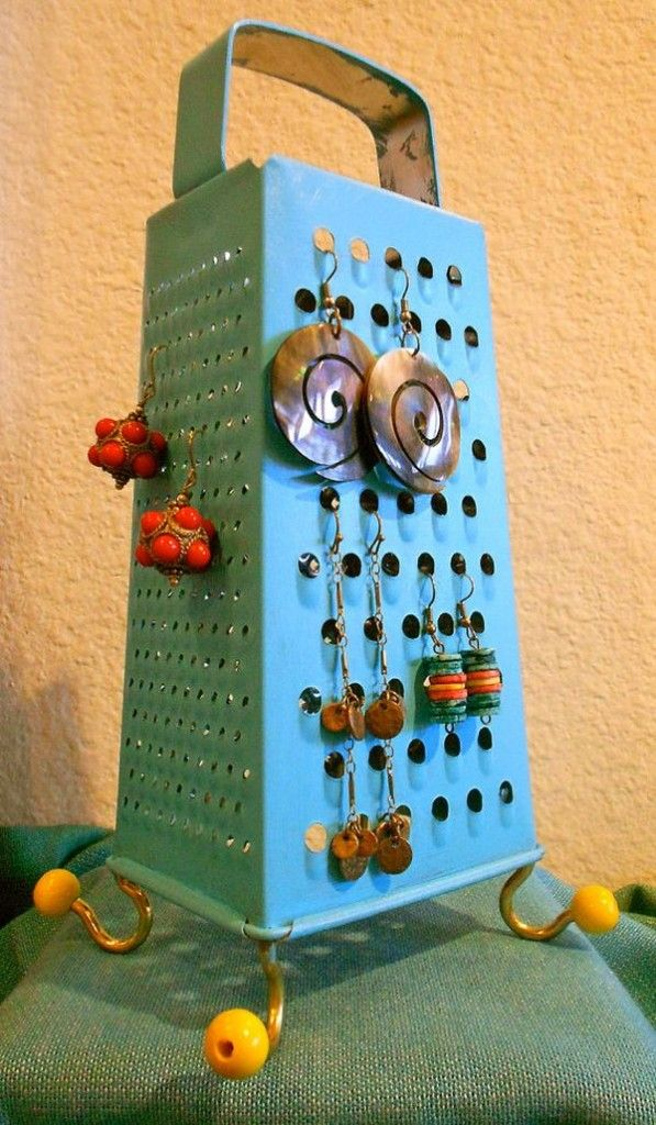 Cheeky! This old cheese grater is so cool when turned into a funky jewellery holder!