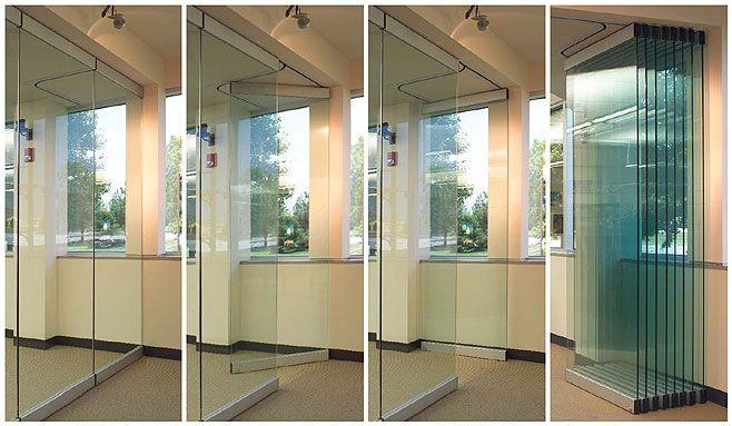 Открывание раздвижной перегородки из стекла