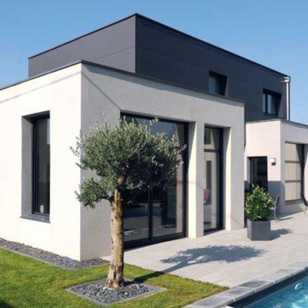 Vue sur la piscine pour cette maison neuve
