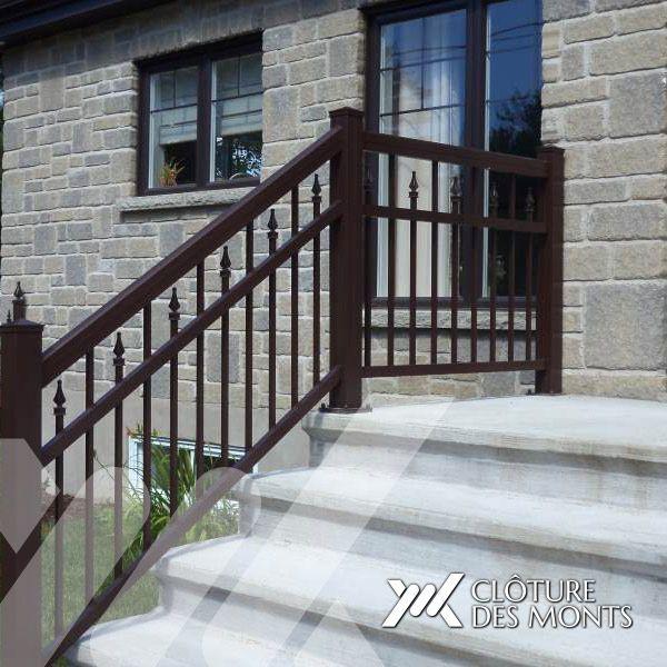 Vaste choix de rampes en aluminium pour balcons et terrasses résidentielles ainsi que restaurants et autres commerces. Sans entretien / Garantie 5 ans.