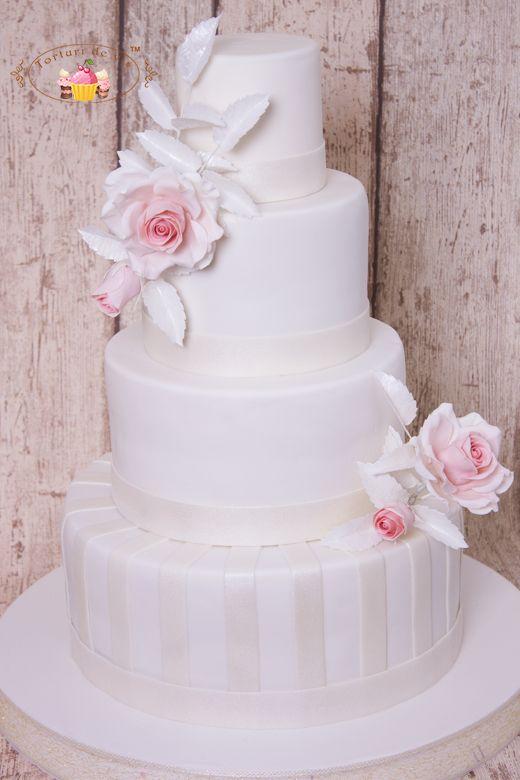 Torturi de vis: Tort ne nunta cu trandafiri pentru Ana si Petru