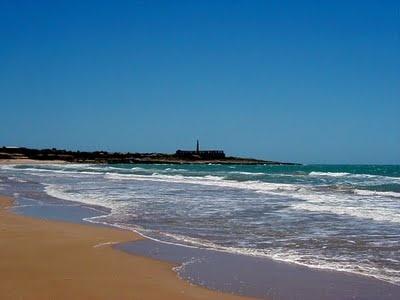 la spiaggia del pisciotto con la fornace sullo sfondo