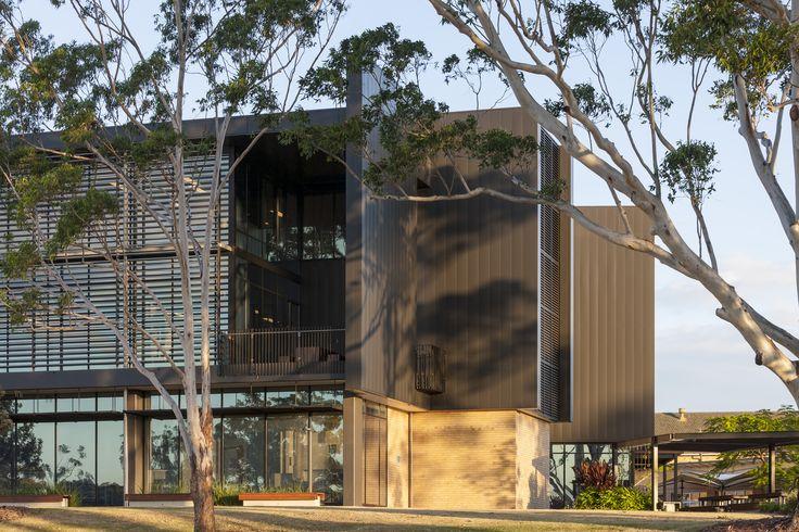 AUSTRALIAN CATHOLIC UNIVERSITY INTERLOCKING CASSETTE PANELS ALUMINIUM