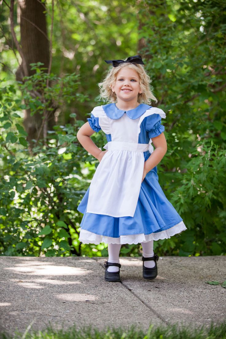 Cute toddler Halloween costume- Who is the sweetest Alice there ever was? I think this girl is right here! Fall into the rabbit hole of adorable-ness this year!