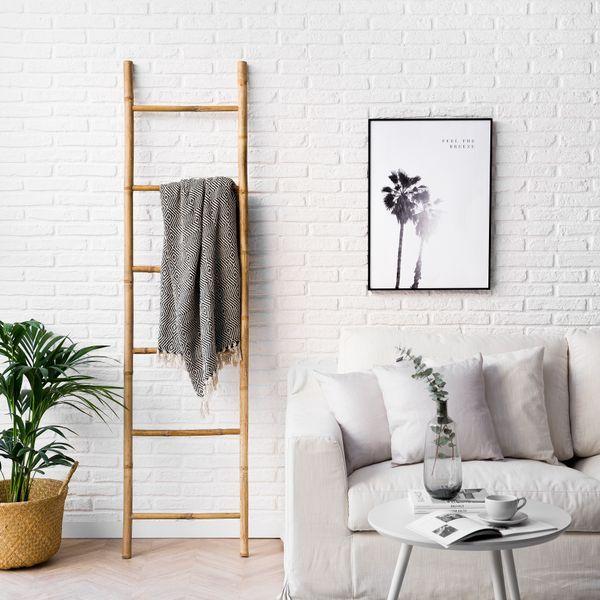 Escalera natural Bamboo   ¡El encanto de lo natural! Bamboo es una escalera decorativa que puedes utilizarla como perchero. Quedará genial en cualquier rincón de tu hogar, aportando un toque natural y escandinavo.  #kenayhome #home #escalera #bamboo #decorativa #decoración #hogar #deco #diseño #interior #nórdico #natural #blanco #duna #sofá #desenfundable #cesto #home #news #capazo #mimbre #plaid #lámina #palmera #nord #mesita #mesa #auxiliar #centro #blanca #beige