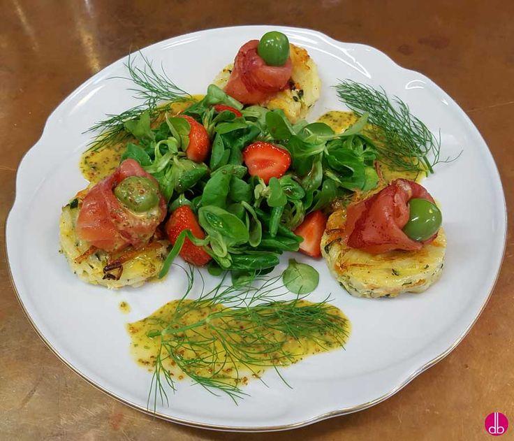 Räucherlachs auf Kartoffel-Zucchini-Rösti & Orangen-Senf-Sauce