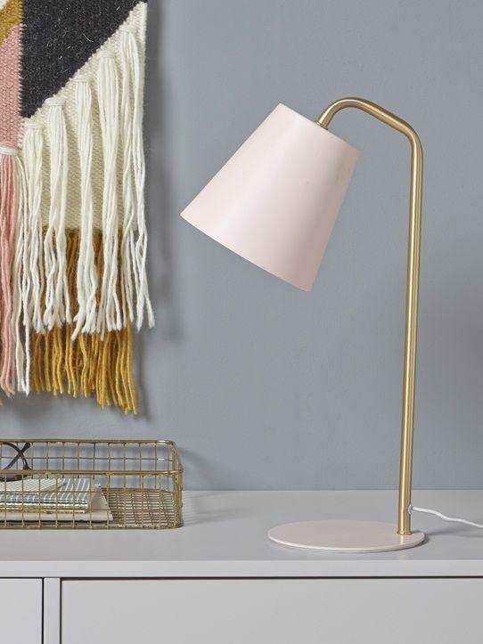 Lampe à poser sur un bureau ou un chevet pour une déco tendre et élégante. Détails Dim. 26 x 15 x 43 cm. Ampoule non fournie.  Matière Métal doré bros