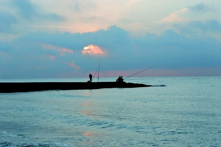 PLAYA BELCAIRE / Moncofa - Playa tranquila situada en la partida del Tamarit, lleva el nombre del río que en ella desemboca. En su corta extensión existe una zona irregular con un pequeño atolón dentro del mar. En su flanco sur se encuentra una zona de ocio.