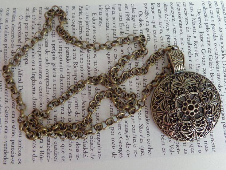 Colar de corrente em ouro velho com medalhão