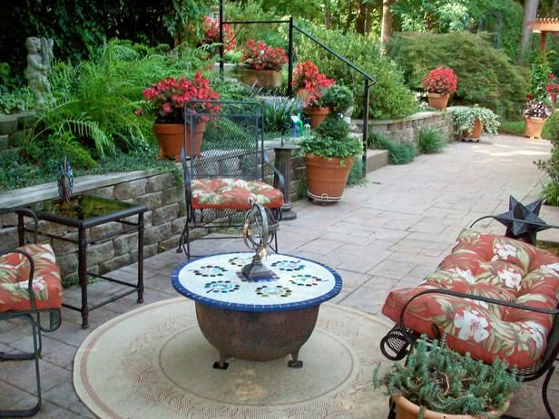 Our favorite outdoor spaces from hgtv fans sunken patio for Outdoor spaces landscaping