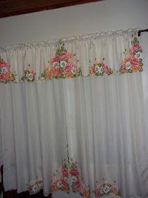 Olá queridas amigas!Depois do descanso mais trabalho!Mais duas cortinas entregues,tapetes e panos de prato.Vou mostrar as cortinas hoje.Como...