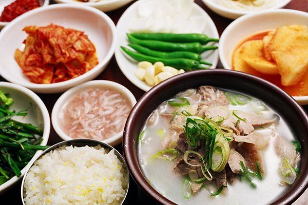 This is '따로국밥(Rice and soup separate)'