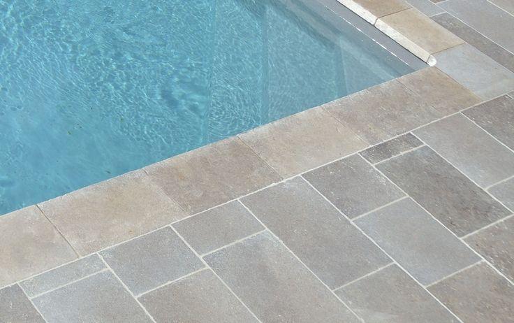 Les 25 meilleures id es de la cat gorie margelle piscine for Carrelage margelle piscine