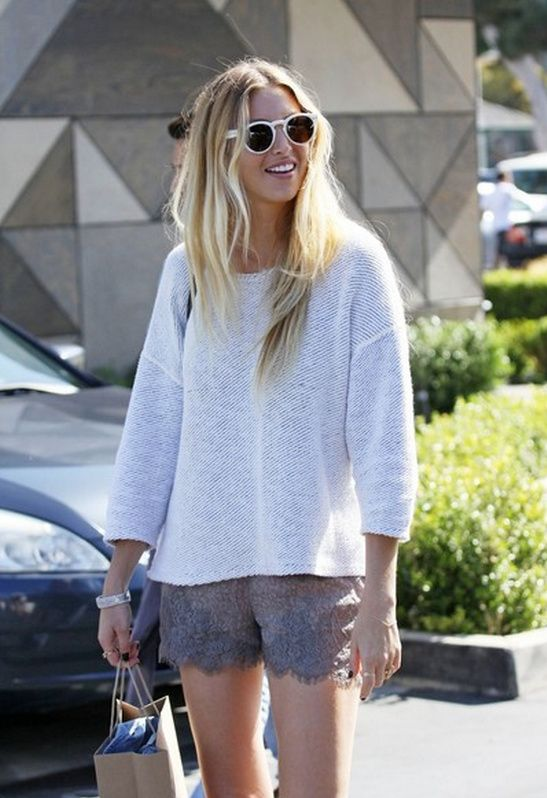 whitney port // casual weekend wear // lace shorts and relaxed sweater. Easy hair and sunnies