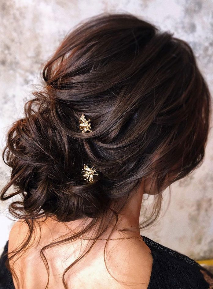 44 Messy Updo Hairstyles The Most Romantic Updo To Get An Elegant Look Romantic Updo Long Hair Styles Messy Hairstyles