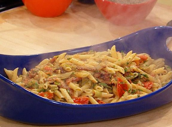Creamy BLT Pasta (Rachael Ray)//we really enjoyed this one! (guess you ...