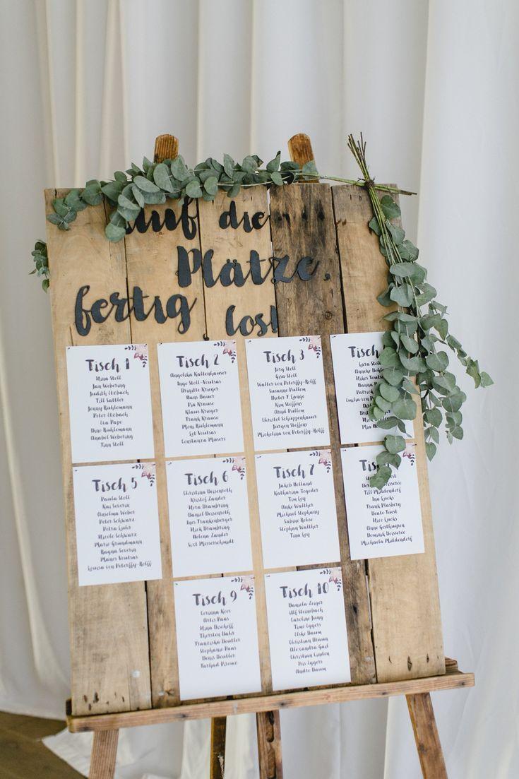 Fröhliche Handlettering Hochzeit mit Beerentönen