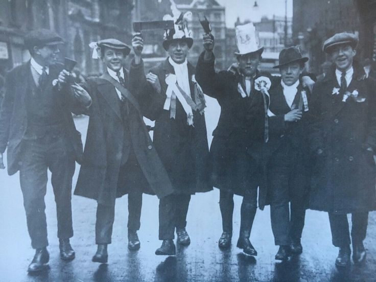 Spurs fans on their way to the 1921 FA Cup Final