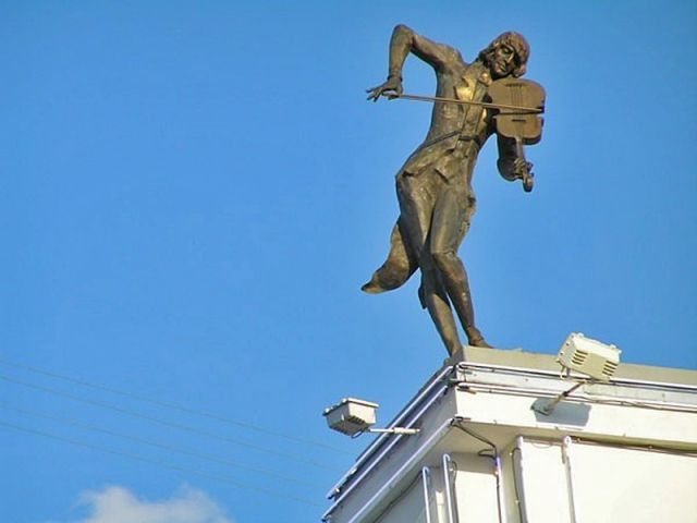 Харьков . Скрипач на крыше.